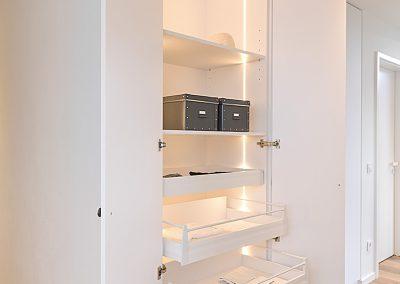 Innenausbau-Garderobe-Schubladenschrank