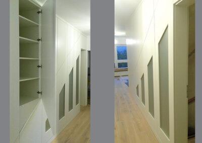 Treppe wurde mit weißen Elementen verkleidet und bilden jetzt eine Garderobe