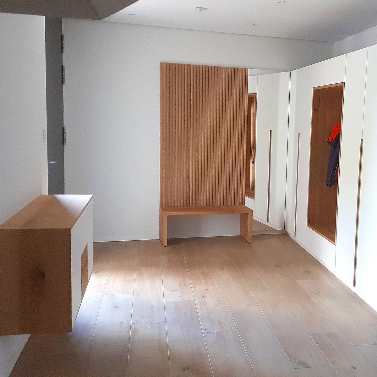 Garderobe mit Sideboard